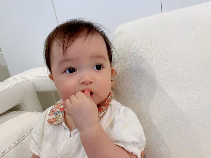 川崎希、娘の初めての手づかみ食べを報告「自分でたべるようになったよ」