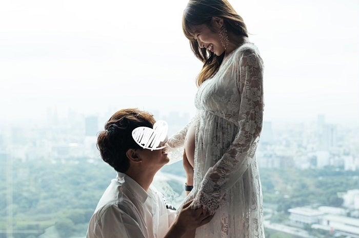 くみっきー、夫婦で撮影したマタニティフォトを公開「お腹の子に見せるのも楽しみ」