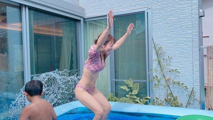 辻希美、子ども達とプールで遊ぶ水着ショット公開「完全に全力使い果たした」
