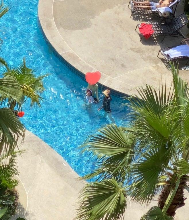花田虎上、TDLホテルのプールで遊ぶ子ども達の姿を公開「一夜を過ごしました」