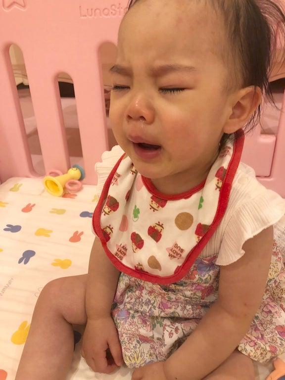 上原さくら、泣き顔も可愛い娘の姿を公開「時々はこんなふうに大泣きします」