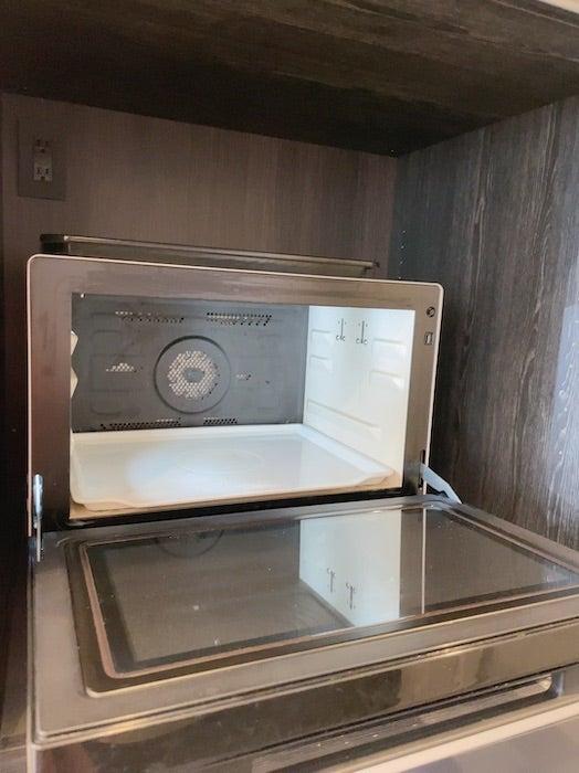 川崎希、ボヤ騒ぎが起きた電子レンジを掃除するも「焦げくさい匂いはまだ取れない」