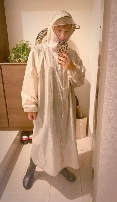 保田圭、カッパ姿の全身ショットを公開「濡れずに移動できてます」