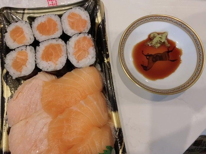 川崎希、夫・アレクと『成城石井』で買い物「離乳食の食材と私のおやつとお惣菜」