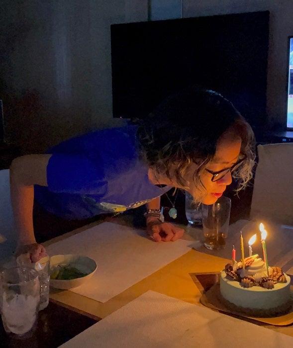 研ナオコ、誕生日を迎えた娘にケーキを準備「チョコミントアイスが好きなので」