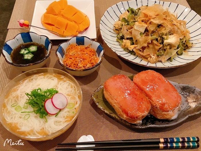 ざわちん、沖縄風にまとめた夕飯を紹介「少しは栄養バランス取れて来たかな」