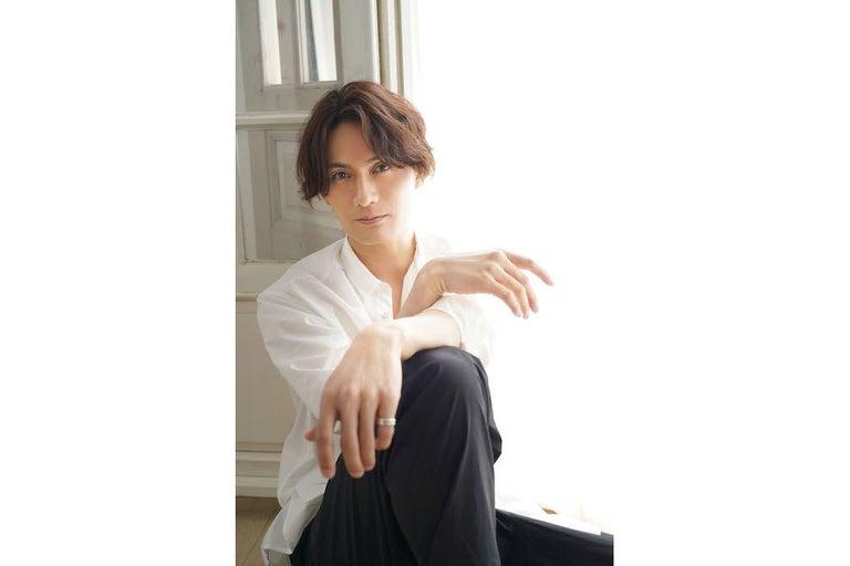 加藤和樹がアルバム『K.KベストセラーズⅡ』ジャケ写・ダイジェスト映像公開&「REbirth」が「バゲット」9月EDテーマに決定