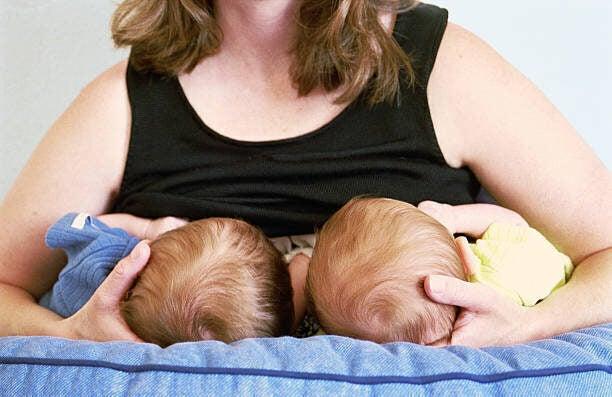 一年で2回出産した光上せあら「タンデム授乳」で1日中おっぱい、断るときは「胸が張り裂ける」