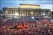 parade_300,000 fans