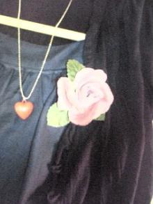 薔薇を胸に