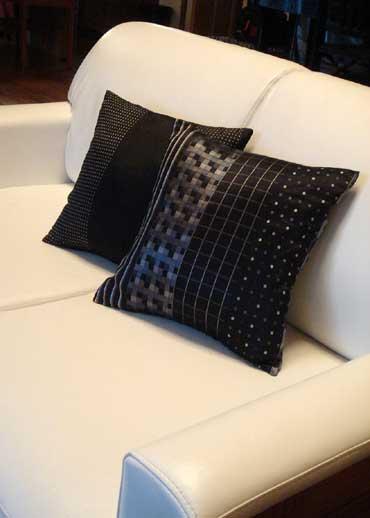 白いソファに手作りクッション