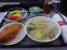 コンセプトなき旅行の足跡-機内食は麺類・・・微妙!?