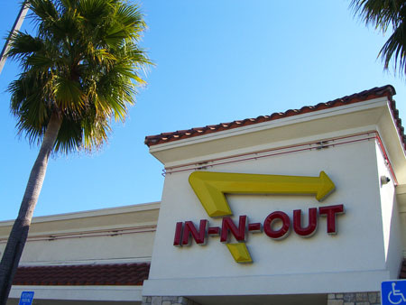 Campbell, CA ~ベイエリアでの暮らし~-IN-N-OUT BURGER