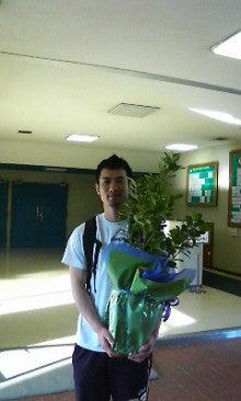 木内学選手と観葉植物   感謝!...