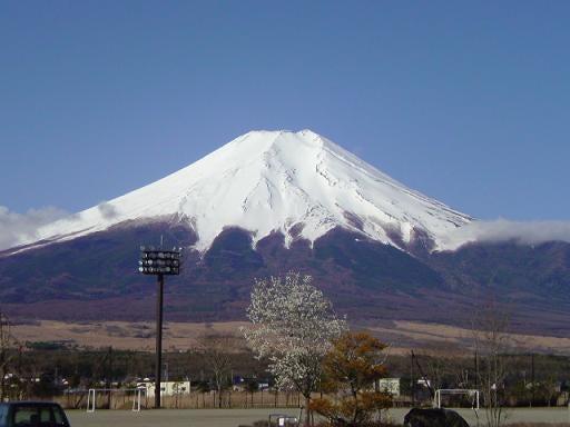 【山梨県発】 Fスタイル                (富士山 富士五湖 ふるさと) -20090415-6忍野中学校から見た今日の富士山