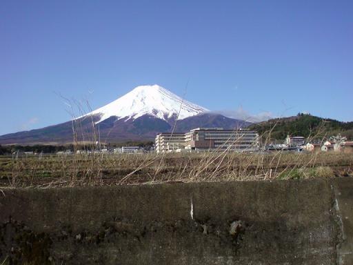 【山梨県発】 Fスタイル                (富士山 富士五湖 ふるさと) -20090415-4富士吉田市から見た今日の富士山
