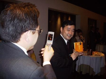 帽子のターンアラウンドマネージャー札幌を行く - 認定事業再生士のブログ-ポーズ