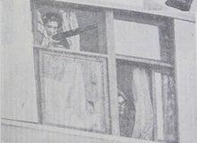 連合赤軍事件スクラップブック (あさま山荘事件、リンチ粛清事件)-1972-02-29 窓から顔を出す