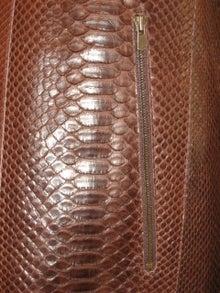大木毛皮店ギタバカ工場長の毛皮修理リフォーム専門ブログ-パイソン ニシキヘビ オーダージャケット