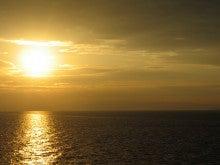 暇人の暇人による暇人のためのブログ-8/27朝焼け2@フェリーto大阪南港