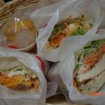 サンドイッチでランチ…