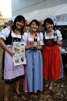 ドイツ語研究室SAのブログ-①美女3人と民族衣装