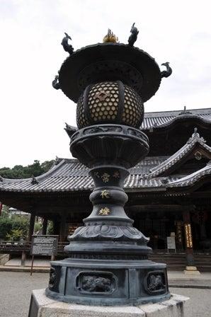 茶々吉とデジ一 のんびり旅-粉河寺常夜灯