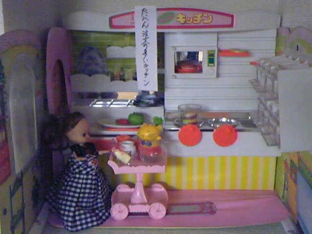 素尻同盟☆あほせぶろぐ-飾り棚・キッチン。