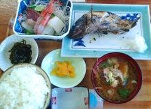ときどきグルメになりたくなるブログ-男鹿海鮮市場のイクラ丼は宝石箱です9