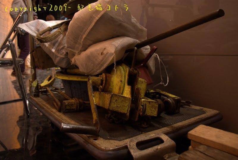 駅長猫コトラの独り言~旧 片上鉄道 吉ヶ原駅勤務~-セットの裏には保線道具が