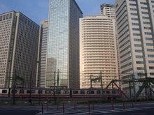続 東京百景(BETA version)-#093 ビル群をすり抜ける赤い線(品川GCと京急)