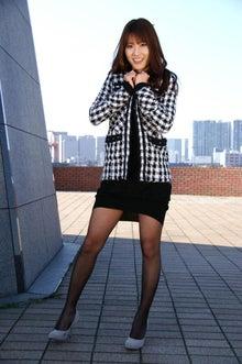 ミニスカート姿の山口沙紀さん