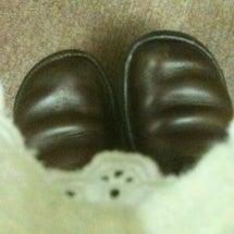 靴を丁寧に磨いていた…