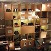 靴を展示するオリジナルの棚を作りました。強化ダンボール製の画像