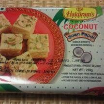 インドのお菓子とトゥ…