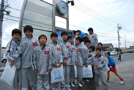 内灘町サッカースポーツ少年団       気がつけばサポーター?-20100227浜松遠征03