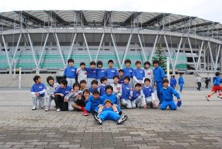 内灘町サッカースポーツ少年団       気がつけばサポーター?-20100227浜松遠征02