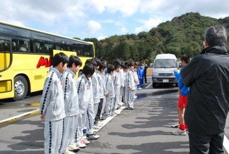 内灘町サッカースポーツ少年団       気がつけばサポーター?-20100227浜松遠征00