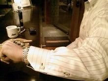 カフリンクスの日々~実践!カフスのつけ方・使い方-トランプ(ダイヤの5)-シガークラブ飯倉本店にて