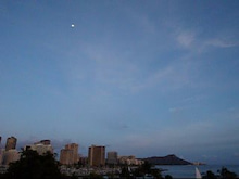 $楽園ハワイ通信 by Lani Tours-ダイヤモンドヘッドと月