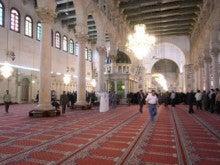 水の上を走る-モスク内部