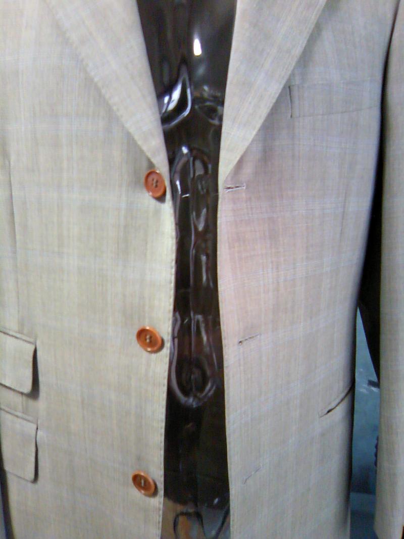 オーダースーツ屋 「スーツ・スタイリスト」のblog (できる男のスーツスタイル)段返り3つボタンスーツの見分け方