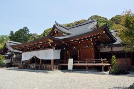 茶々吉とデジ一 のんびり旅-2010/5/21大神神社拝殿