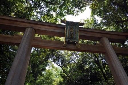 茶々吉とデジ一 のんびり旅-2010/5/21大神神社鳥居アップ