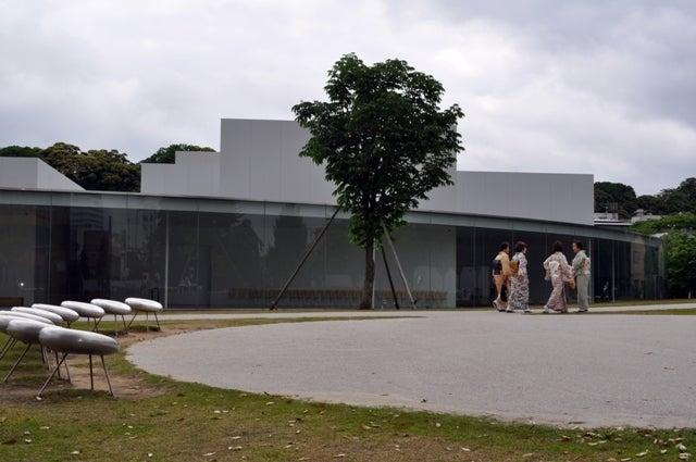 茶々吉とデジ一 のんびり旅-2010/5/30金沢21世紀美術館2