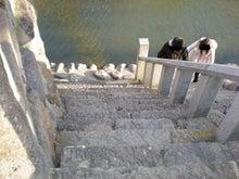 夫婦世界旅行-妻編-川岸への階段