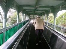 夫婦世界旅行-妻編-入り口(動く歩道パターン)