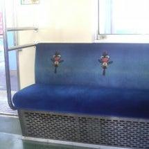 電車の椅子にイラスト…