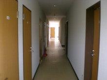 福岡の警備会社部長のアメブロ-社員寮廊下