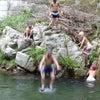 摂津峡で川遊びの画像